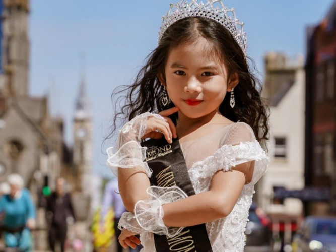 elsa thien long crowned mini miss diamond vietnam hinh 1