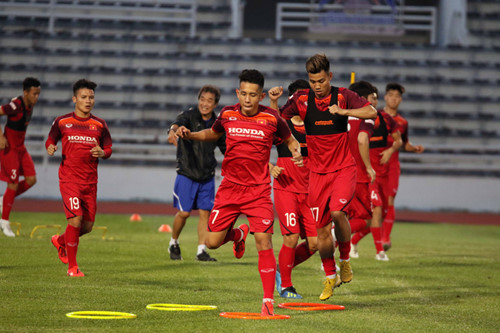 vietnamese team train in buriram ahead of king's cup 2019 opener hinh 7