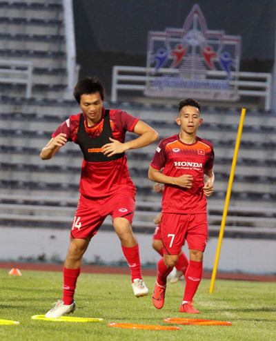 vietnamese team train in buriram ahead of king's cup 2019 opener hinh 8