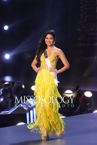 yellow evening gown worn by h'hen nie wins miss universe award hinh 10