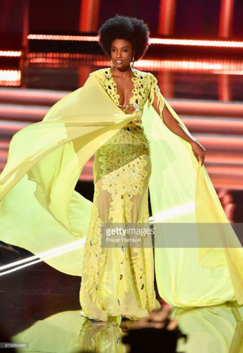 yellow evening gown worn by h'hen nie wins miss universe award hinh 4