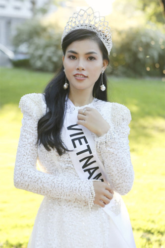 quynh nhu awarded first runner-up title in miss & mrs top of the world hinh 2