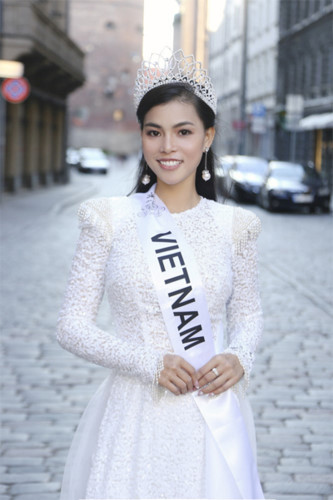 quynh nhu awarded first runner-up title in miss & mrs top of the world hinh 3