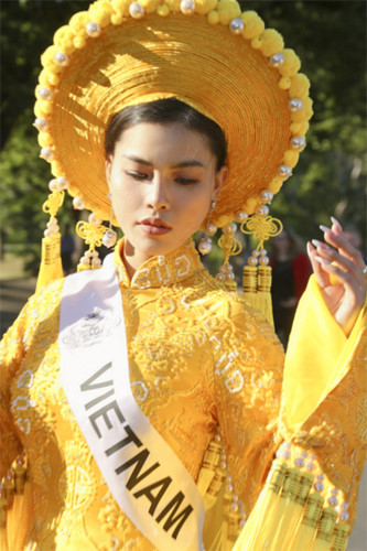 quynh nhu awarded first runner-up title in miss & mrs top of the world hinh 5