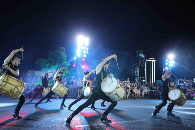 vibrant street carnival whips up excitement among danang crowds hinh 10