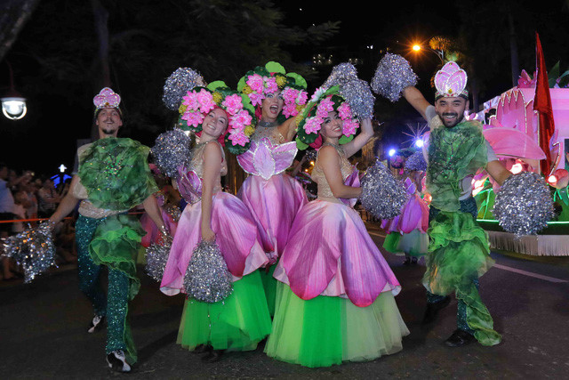 vibrant street carnival whips up excitement among danang crowds hinh 11