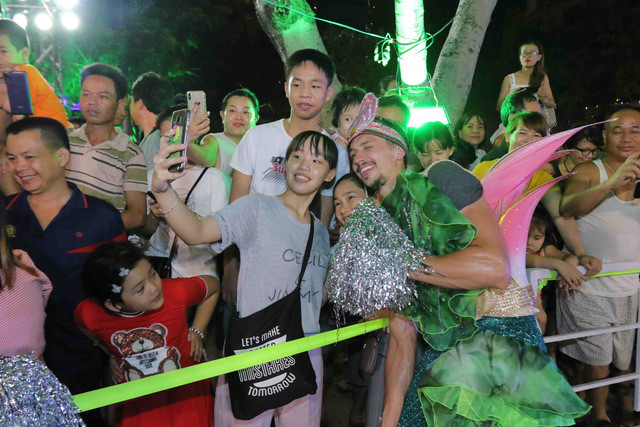 vibrant street carnival whips up excitement among danang crowds hinh 12