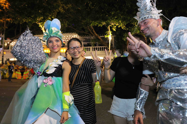 vibrant street carnival whips up excitement among danang crowds hinh 13