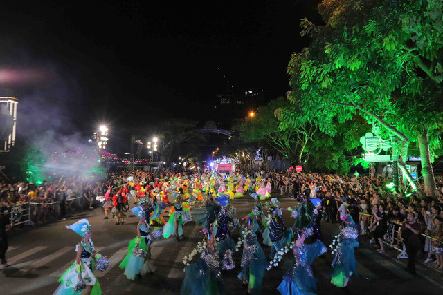 vibrant street carnival whips up excitement among danang crowds hinh 5