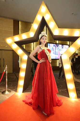 phuong khanh serves on judging panel for miss earth singapore 2019 hinh 1