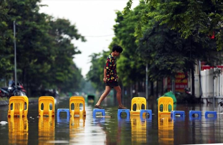 impressive photos taken by hanoi journalists put on display hinh 5