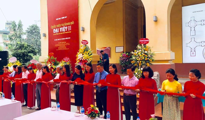 artifacts take guests on historic journey at hanoi exhibition hinh 1