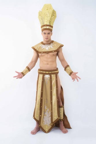 hieu duc unveils national costume for mister national universe 2019 hinh 2