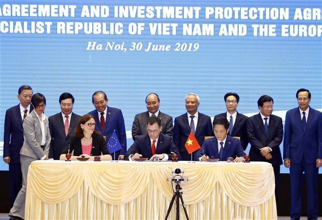 pm witnesses signing of vietnam-eu fta, ipa hinh 1