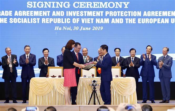 pm witnesses signing of vietnam-eu fta, ipa hinh 2
