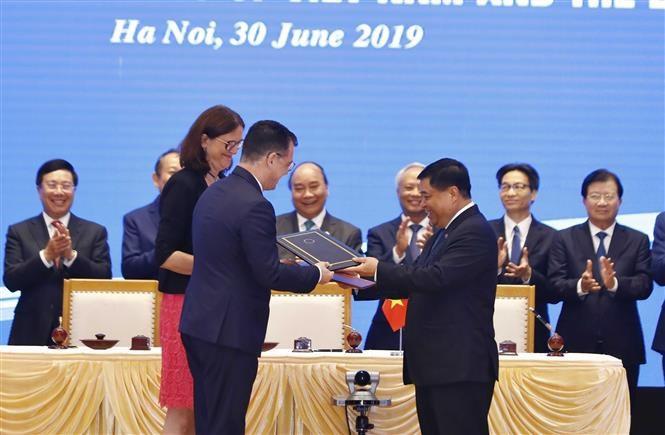 pm witnesses signing of vietnam-eu fta, ipa hinh 3