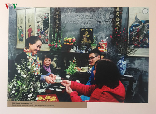 photo exhibition celebrates anniversary of hanoi's recognition as city for peace hinh 8