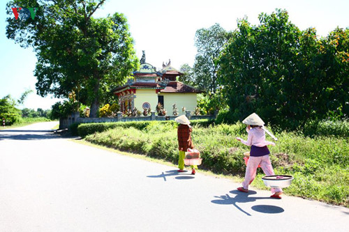 images from the peaceful ancient village of phuoc tich hinh 18