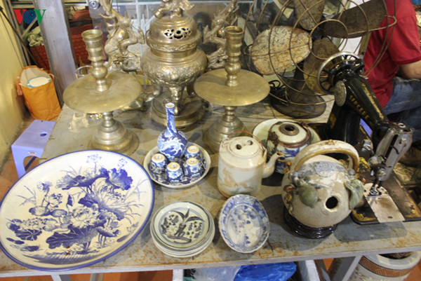 hunting valuable antiques in hcm city coffee shop hinh 5