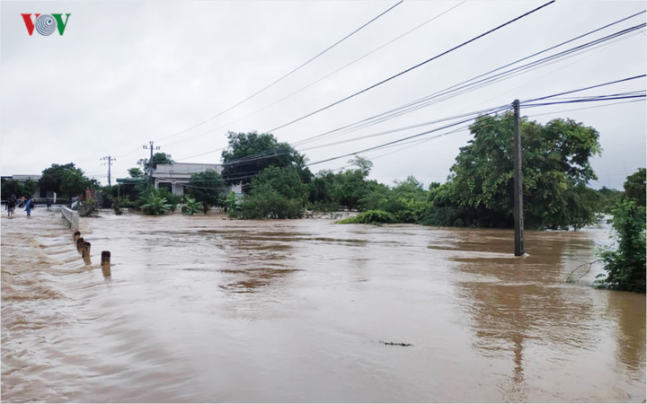 heavy rain submerges in central highlands provinces hinh 10