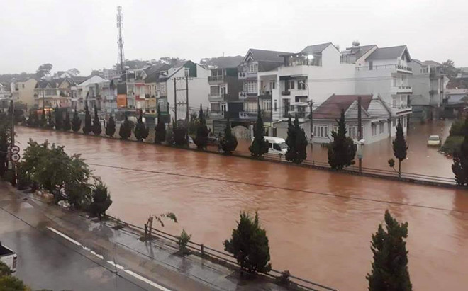 heavy rain submerges in central highlands provinces hinh 14
