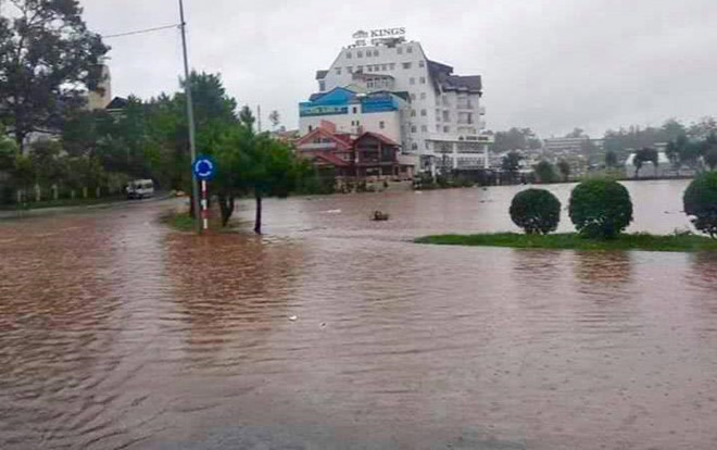heavy rain submerges in central highlands provinces hinh 17