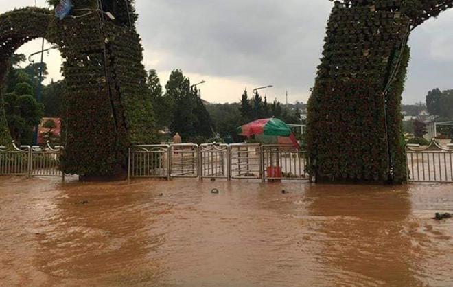 heavy rain submerges in central highlands provinces hinh 18