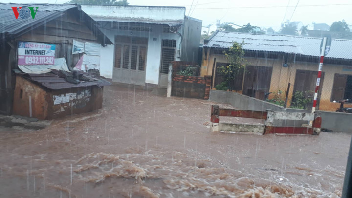 heavy rain submerges in central highlands provinces hinh 5