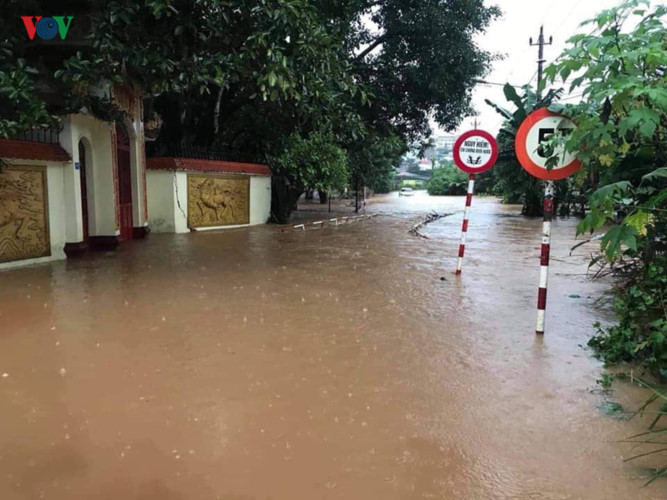 heavy rain submerges in central highlands provinces hinh 7