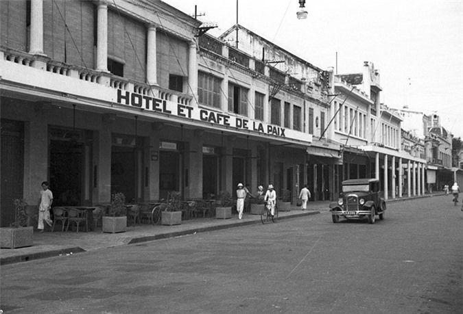 a look back at historic trang tien street through history hinh 11