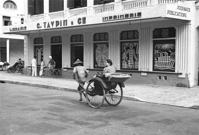 a look back at historic trang tien street through history hinh 13