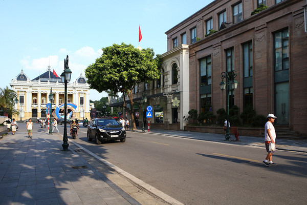 a look back at historic trang tien street through history hinh 16