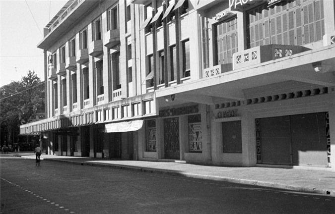 a look back at historic trang tien street through history hinh 17