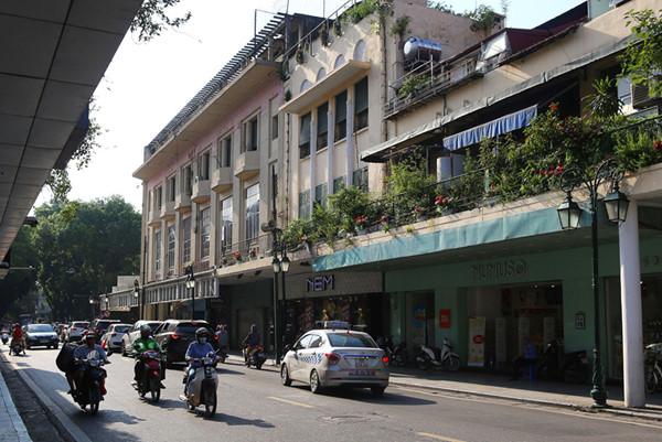 a look back at historic trang tien street through history hinh 18