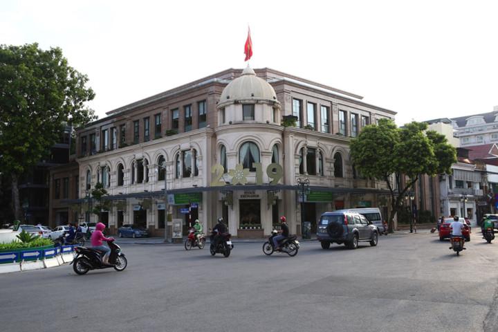 a look back at historic trang tien street through history hinh 20