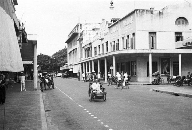 a look back at historic trang tien street through history hinh 3