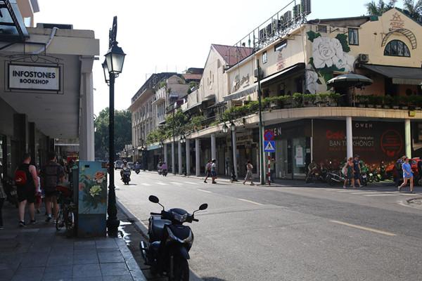 a look back at historic trang tien street through history hinh 4