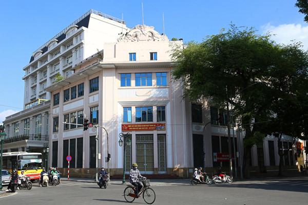 a look back at historic trang tien street through history hinh 6