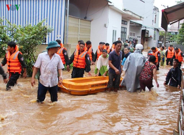 central highlands region suffers worst flooding in a decade hinh 16