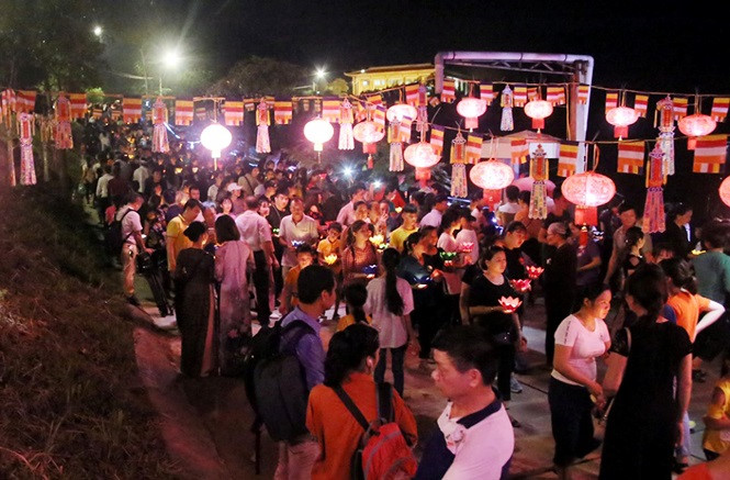 buddhists celebrate vu lan festival hinh 6