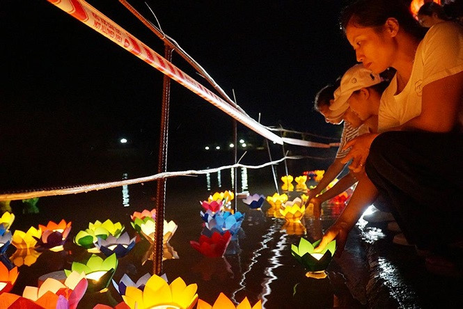 buddhists celebrate vu lan festival hinh 9