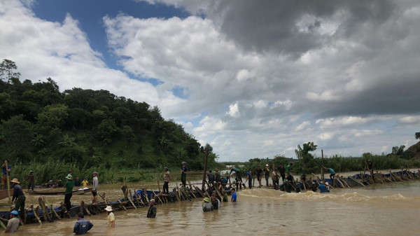 broken dyke threatens thousands of lives in dak lak province hinh 7