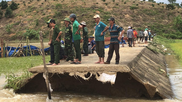 broken dyke threatens thousands of lives in dak lak province hinh 9
