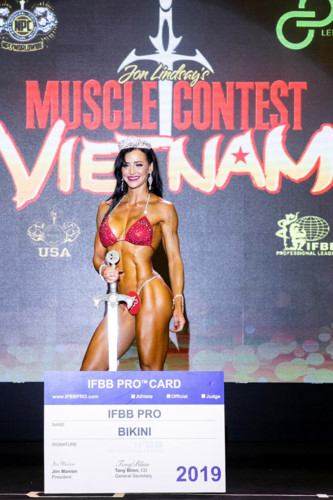 us competitor erin stern wins muscle contest vietnam 2019 hinh 1