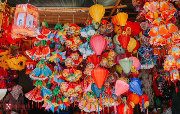 hang ma street makes preparations ahead of mid-autumn festival hinh 1