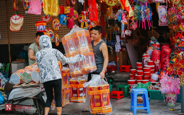 hang ma street makes preparations ahead of mid-autumn festival hinh 7