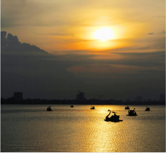 top places in which to enjoy a romantic sunset in hanoi hinh 1
