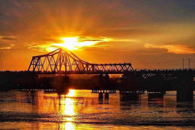 top places in which to enjoy a romantic sunset in hanoi hinh 4