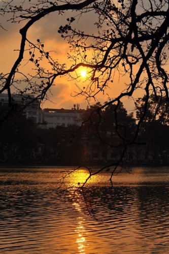 top places in which to enjoy a romantic sunset in hanoi hinh 6