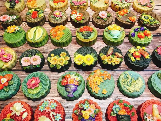 handmade mooncake market gets busy ahead of mid-autumn festival 2019 hinh 1